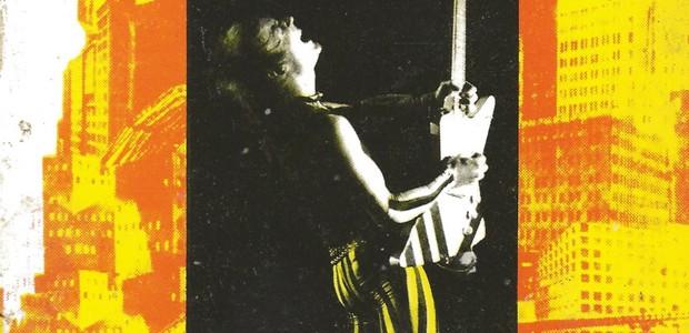 Le rock, star-system et société de consommation, livre de David Buxton adapté d'une thèse de doctorat soutenue en 1983, fut publié par La Pensée sauvage, petit éditeur grenoblois, en 1985 ; il est devenu introuvable, sauf dans quelques bibliothèques universitaires et encore. À l'initiative du webmaster, la Web-revue a décidé d'en assurer une nouvelle édition numérique au rythme d'un chapitre par mois. Ce livre se voulait une approche conceptuelle et critique de l'impact idéologique du rock. Des débuts de l'industrie du disque microsillon aux punks et aux vidéo-clips, en passant par l'invention du teenager et l'impact capital de la contre-culture et des nouveaux médias de l'époque, le rock sert de point d'entrée dans la société afin de mieux comprendre d'autres phénomènes sociaux comme la consommation de biens culturels et la technologie. Comme prévu, après les deux premiers chapitres en janvier et février 2014, voici le chapitre 3 en mars 2014.