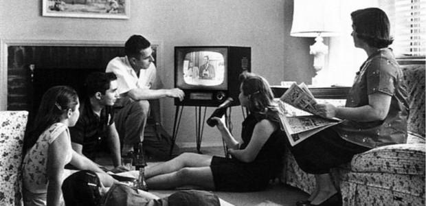 Malgré des modèles économiques différents, les cinq grands networks (réseaux de chaînes à l'échelle nationale) s'appuient davantage, pour façonner leur image et fidéliser leur public, sur leurs fictions originales respectives que sur leurs émissions d'information, de télé-réalité, ou autres talk-shows. Car, bien que gouverné par la nécessité d'atteindre la part du public convoitée par les annonceurs, âgée de 18 à 39 ans, chaque network nourrit l'ambition, saison après saison, de proposer une offre originale et dissociable de la concurrence.