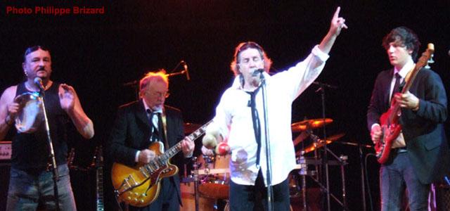 Spectacle à deux : le chanteur et le guitariste – Garry WHANNEL